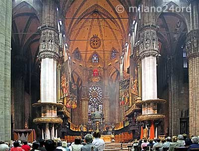 The five ships of the Milan cathedral can accommodate up to 40,000 visitors