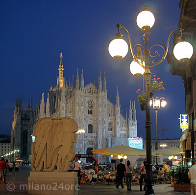 Milan TraMilano hop on hop off by tram tour to the beautiful landmarks